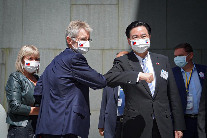 王毅批評捷克團訪台 維特齊:自願做正確的事