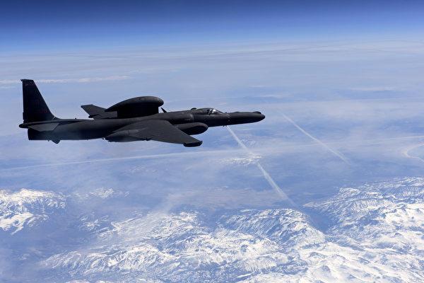 中共抗議美國U-2偵察機闖入其自稱的「軍隊實彈演習禁飛區」後,第二天(8月26日)就朝南海發射4枚中程導彈。圖為美國U-2偵察機。 (Staff Sgt. Robert M. TRUJILLO / US AIR FORCE / AFP)