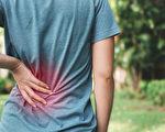 肩頸痛、背痛、腰痛、膝蓋痛⋯⋯現代人普遍有酸痛問題,如何擺脫?(Shutterstock)