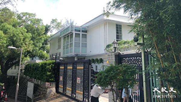 8月10日早上,黎智英父子及壹傳媒高層等7人被捕。圖為黎智英被抓的住處。(梁珍/大紀元)
