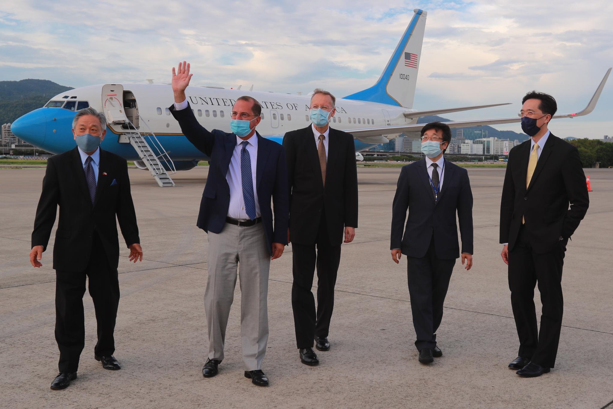 美衛生部長阿扎爾返國 結束四天訪台行程