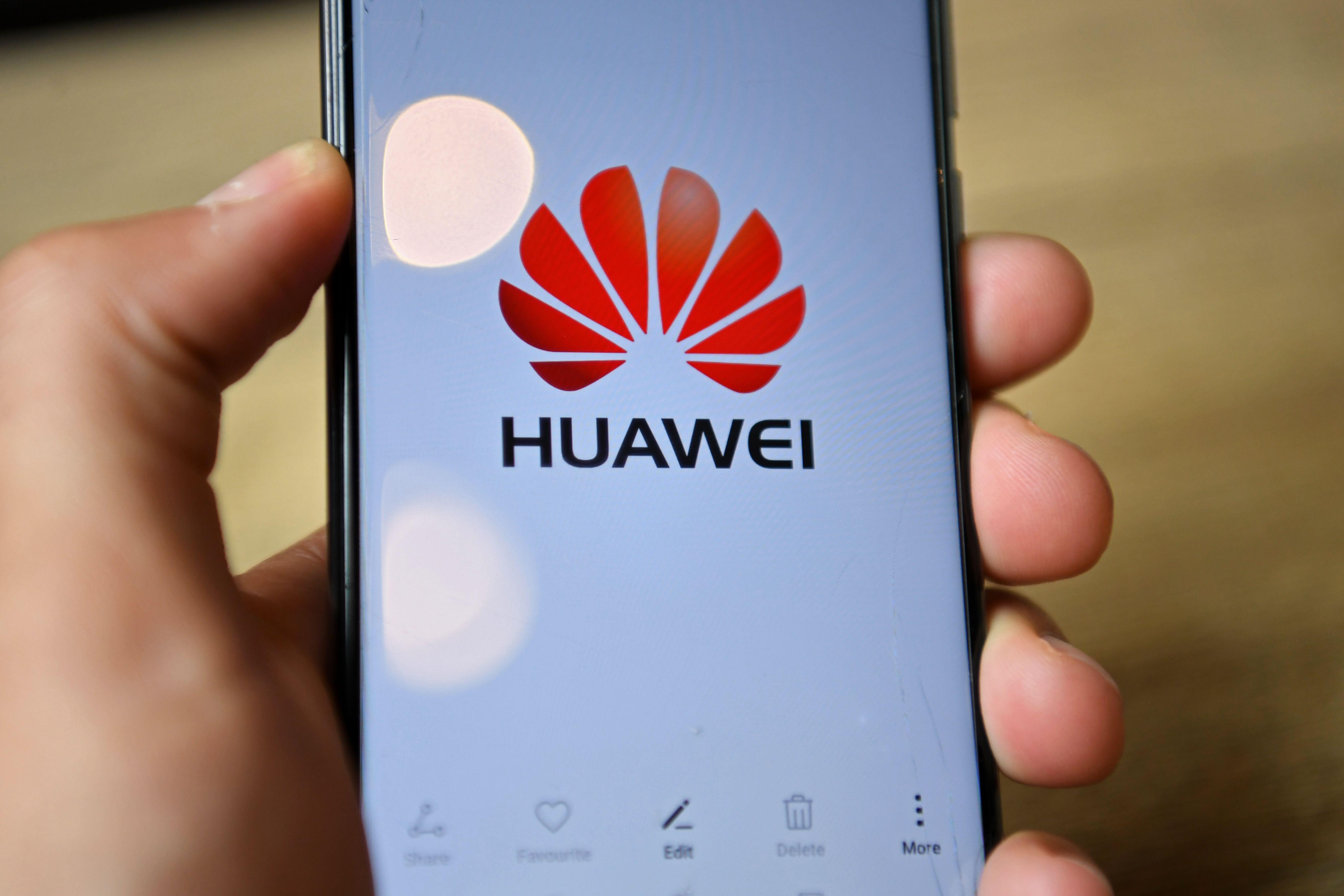 騰訊中秋免費送華為手機 員工紛紛網上出售
