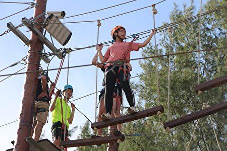 元智大学境外生探索营高空设施。