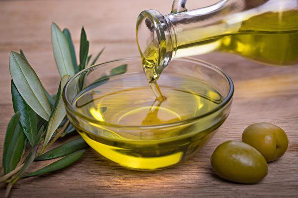橄欖皂(Castile Soap)是用橄欖油等油脂製成,不僅溫和、無毒,而且清潔力佳。(Shutterstock)