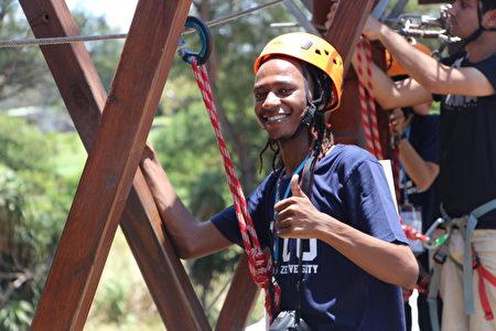 元智大学境外生探索营高空挑战。