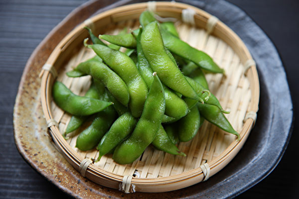 面筋和加工过的豆制品并非优质的蛋白质,建议选食天然的豆类食物为佳。(Shutterstock)