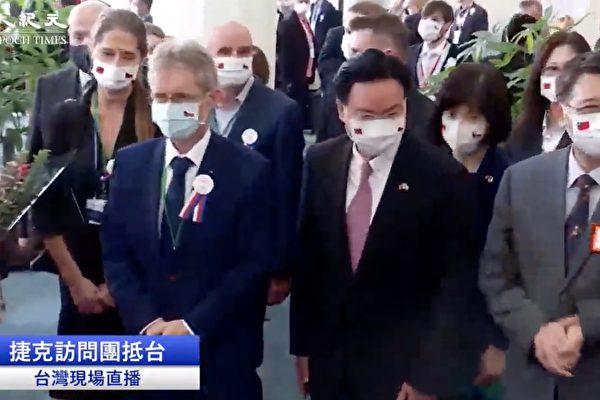 【影片】捷克參議長率團訪台 包機抵達桃園機場