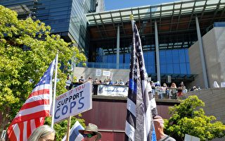 西雅图市民集会 反对削减警察经费