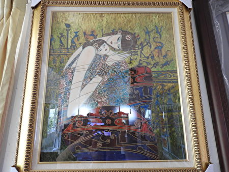 """""""施家田盦书画联展""""展出施宪瀛局长典藏的作品《母性爱》,系1994年丁绍光先生之创作品,被联合国印成邮票发行全球,此为临摹作品。"""