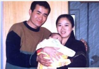 曾經幸福的一家:劉新穎與丈夫曲輝及女兒的合照。(明慧網)
