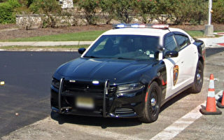 老婦突發異物窒息 新澤西州警察勇救