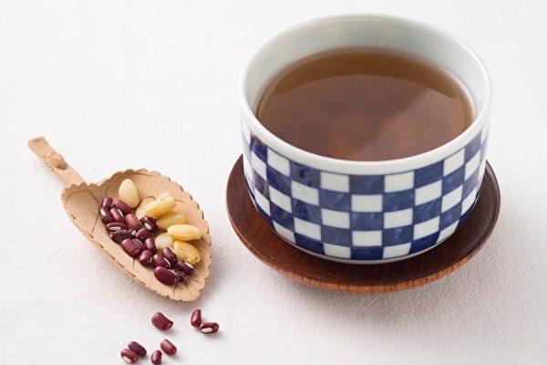 藥食同療:利水除濕 赤扁薏仁黑豆湯