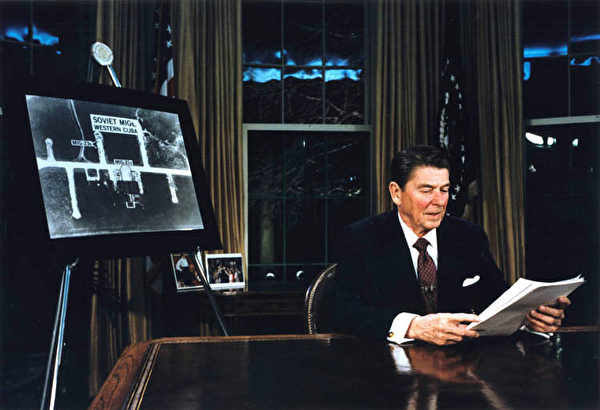 1983年3月23日,列根總統在電視發表演講,首談「星球大戰計劃」。(公有領域)