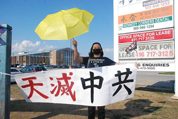 香港移民西西女士說:「香港人只有堅持,才有希望。」(伊鈴/大紀元)