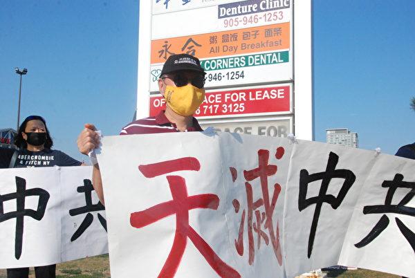 香港移民劉先生(Gorge Liu)說,「香港之路」活動體現香港人的團結,永不放棄,並且用和、理、非的方式抗爭。(伊鈴/大紀元)