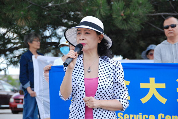 8月8日,民陣全球副主席、著名作家盛雪在集會上表示,法輪功發起的退黨運動,給中國人開創了一條求生之路。(伊鈴/大紀元)