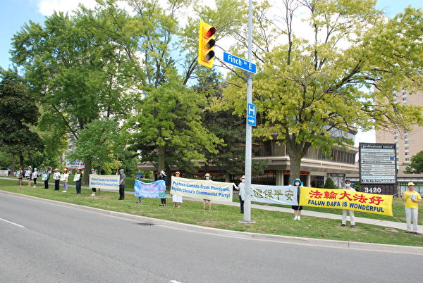 2020年8月8日上午,加拿大退黨服務中心在萬錦市太古廣場舉行集會及汽車遊行起步禮,聲援3億6000多萬中國人退出中共黨、團、隊,同時啟動8月、9月兩個月的「退黨月」活動。(伊鈴/大紀元)