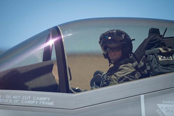 破紀錄 美飛行員駕F35戰機飛行一千小時