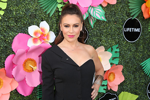 染疫后遗症 好莱坞女星艾莉莎自曝缕缕掉发