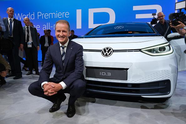 德國大眾汽車老總駕電動車旅遊 引起轟動