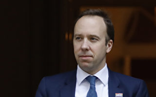 英国不强制戴口罩 卫生大臣:大多在家染疫