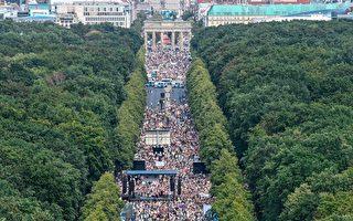 柏林数万人游行抗议防疫措施 政客警告勿放松