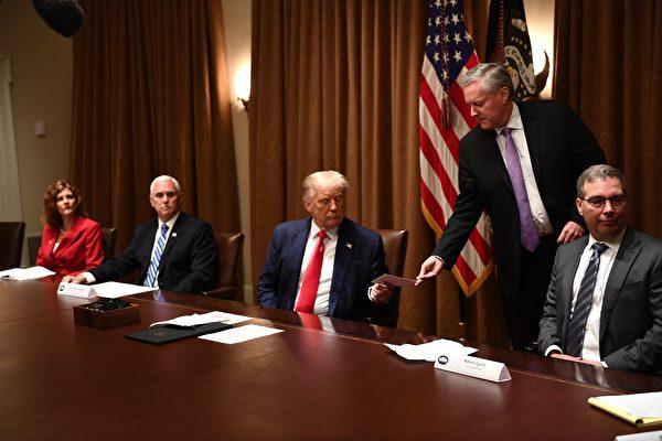 川普签行政令 禁止联邦机构用外劳代替美国人