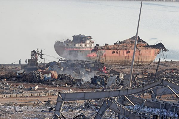 2020年8月5日,黎巴嫩貝魯特,爆炸後船隻受到波及。(ANWAR AMRO/AFP via Getty Images)
