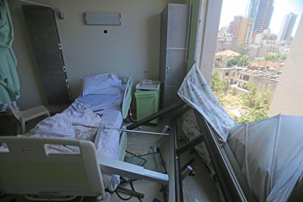 2020年8月5日,黎巴嫩貝魯特,爆炸後Wardieh醫院受損。(STR/AFP via Getty Images)