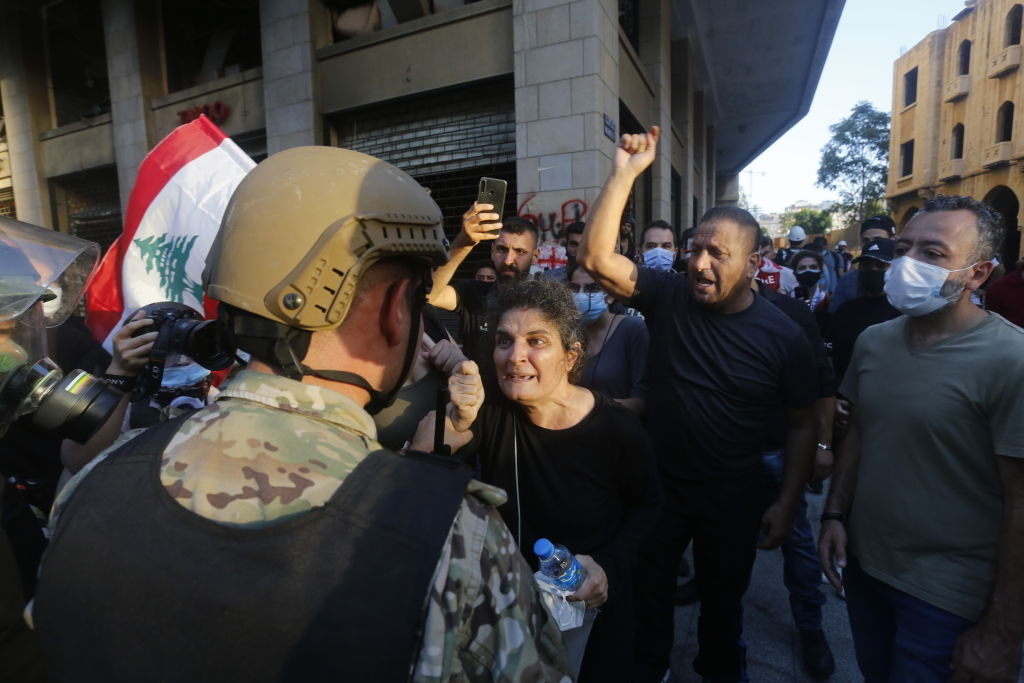 貝魯特爆大規模抗議 萬人示威籲政府下台