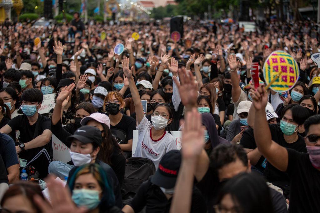 曼谷萬人集會抗議 籲總理辭職重新選舉