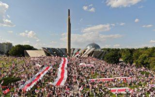 二十萬人喊「下台」盧卡申科稱公投後交權