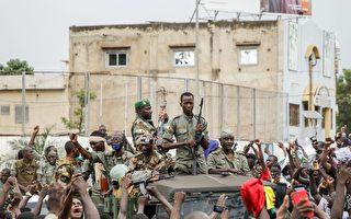 马里军队政变 总统被迫辞职 解散议会