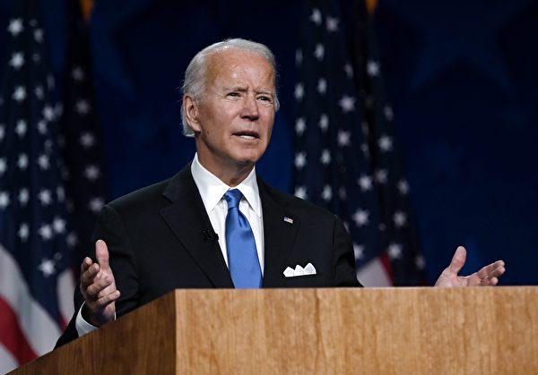 8月20日民主黨大會,總統候選人拜登發表演講。(OLIVIER DOULIERY/AFP via Getty Images)
