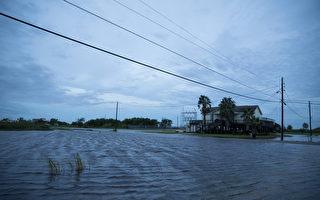 川普訪問遭受颶風襲擊的路州和德州