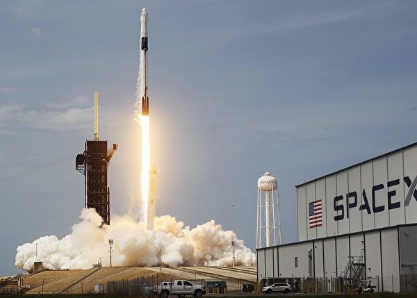 2020年5月30日下午,SpaceX的龍飛船升空。(Joe Raedle/Getty Images)