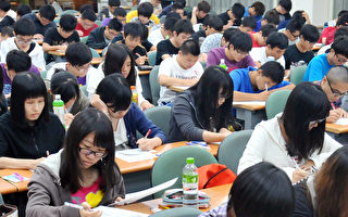 台湾仍不放宽陆生赴台就学范围,陆委会表示这是由于中共当局阻挠,图为台湾高校课堂资料图。(Mandy Cheng/AFP/GettyImages)