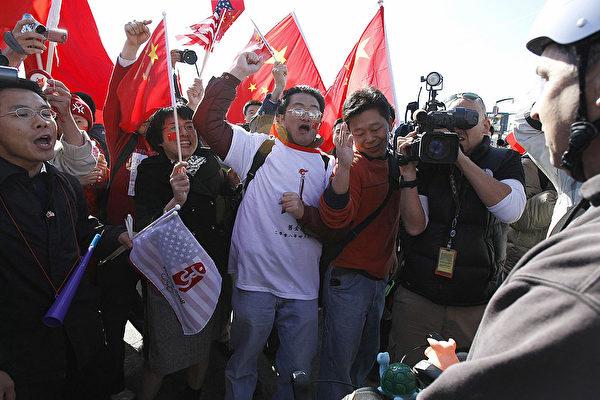 2008年4月9日,奥运火炬传递到达美国旧金山,中共驻加州领事馆调集6,000到8,000名留学生,试图压住当地抗议中共人士的声浪。