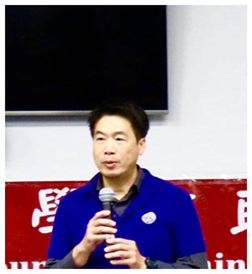 前校長: 中文學校面臨危機乃轉機