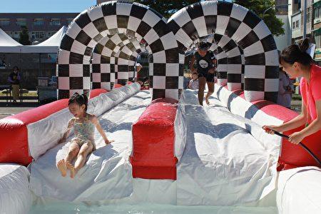 水土保持局台東分局父親節舉辦水保夏日親子嘉年華,宣導防災觀念。