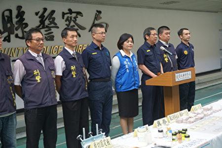云林检警联手破获国内首件伪造振兴劵工厂,14日召开记者会。