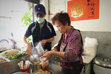 83歲的廖阿嬤,每天獨立製作6道菜1鍋湯。