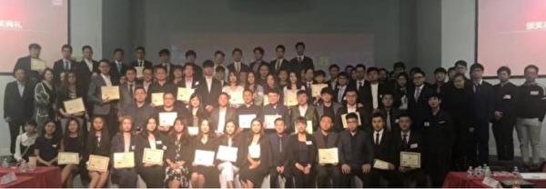 2018年5月12日晚,美西南中國學生學者聯誼會主席聯席會(SWCSSA)舉行了年會,三十多所大學的CSSA主席和代表參加活動,中共駐洛杉磯總領事館教育領事曹乾也到會。(網絡截圖)