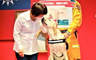 台中搜救犬「鐵雄」 獲最高授階2線1星