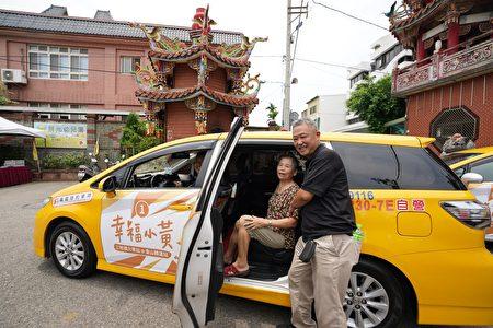 新竹市政府交通處補充,香山區雖然有公車行經,很多地區卻是步行200公尺難以有大眾交通工具,尤其當地銀髮族居多交通更艱難,「幸福小黃」就是深入巷弄內幫助銀髮族。