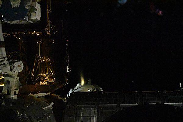 8月1日,SpaceX的載人「龍飛船」離開國際空間站(NASA/Chris Cassidy)