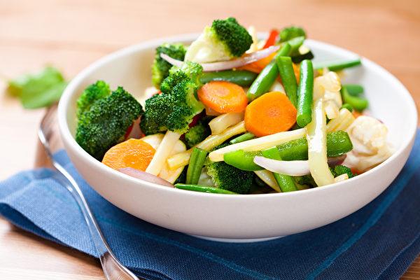 麥得飲食提倡吃不同顏色的蔬菜,可攝取到維生素C、葉酸、類黃銅等多種護腦營養素。(Shutterstock)