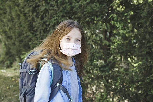 图:不少卑诗父母对免疫力低下的子女今秋返校表示担忧。(iStock)