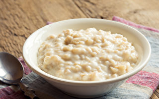 燕麦是公认的健康食品,能控制血压、血脂和血糖三高,还有减肥等益处。(Shutterstock)