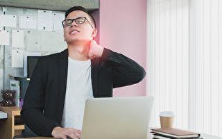 久坐族長時間固定姿勢不良,身體容易酸痛。(Shutterstock)